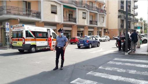 Albenga, auto contro scooter in via Mazzini: centauro al Santa Corona