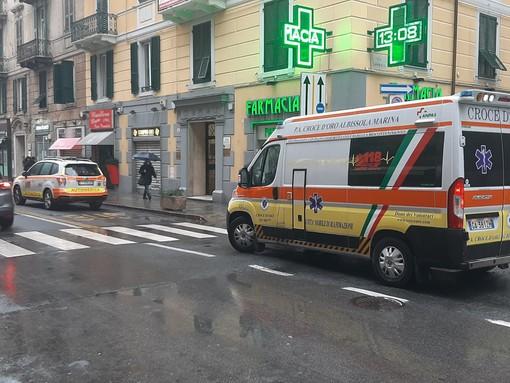 Scontro tra auto e moto a Savona: motociclista in codice giallo (FOTO)