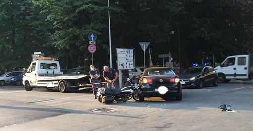 Savona, scontro auto-moto in corso Mazzini: un codice giallo al San Paolo