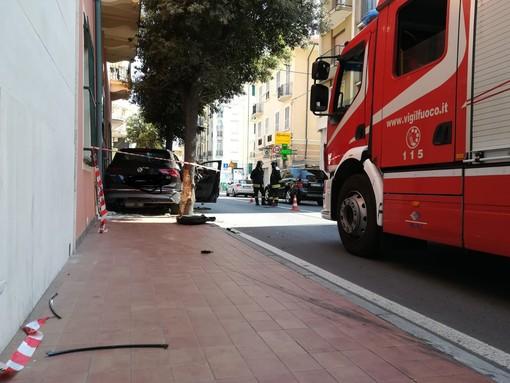 Incidente tra due auto a Finale: 3 codici gialli al Santa Corona (FOTO e VIDEO)