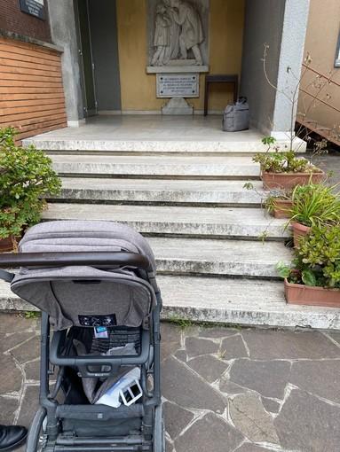 """Mamme in difficoltà per accedere al centro vaccinale per l'infanzia di Loano, Casto (Gruppo Misto): """"Come possono entrare un passeggino o una carrozzina?"""""""