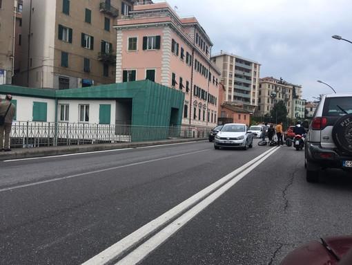 Savona, incidente auto-moto nei pressi della Torretta: un codice giallo al San Paolo