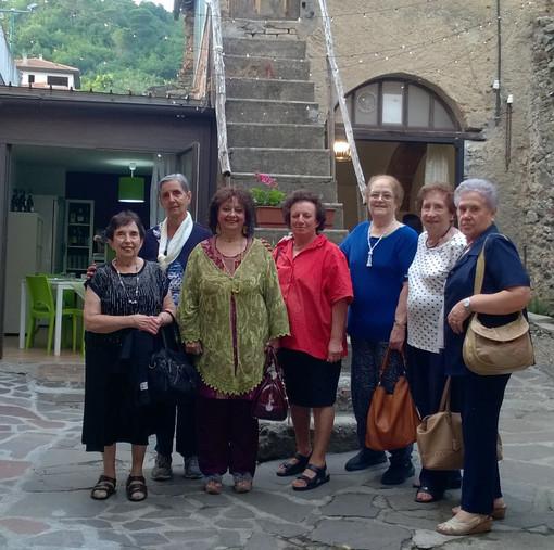 """Nella foto: Renata Rusca Zargar con alcune alunne del Corso """"Leggere la letteratura classica per divertimento"""""""