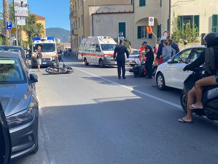 Laigueglia, scontro tra auto e due moto sulla via Aurelia: soccorsi mobilitati (FOTO)