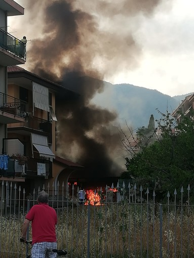 Loano: incendio in un garage in via San Giuseppe