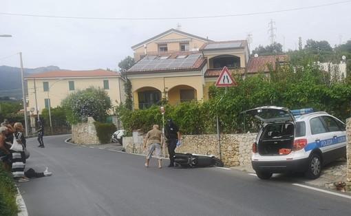 Ragazza cade in scooter a Verzi di Loano