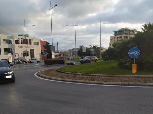 Incidente tra auto e scooter a Savona: un codice giallo al San Paolo (FOTO)