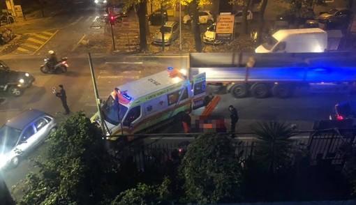Savona, scontro tra auto e moto: un ferito in codice giallo al Santa Corona