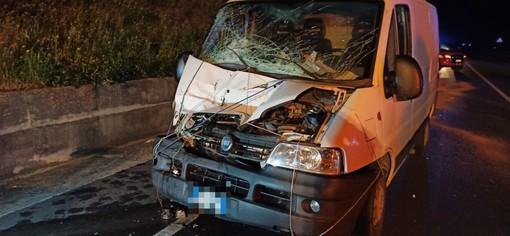 Villanova d'Albenga, incidente sull'Aurelia Bis: scontro auto-furgoncino con tre feriti (FOTO)