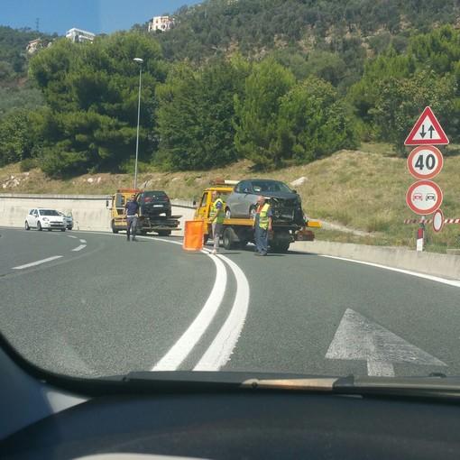 Pietra Ligure, scontro frontale tra due vetture all'uscita del casello