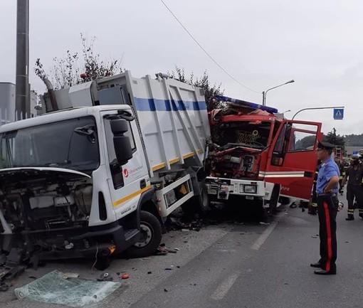 Cairo, scontro tra autopompa vigili del fuoco e camion rifiuti: feriti tre pompieri (FOTO)