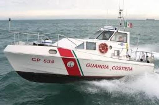 Due imbarcazioni in panne, soccorse cinque persone dalla Guardia Costiera
