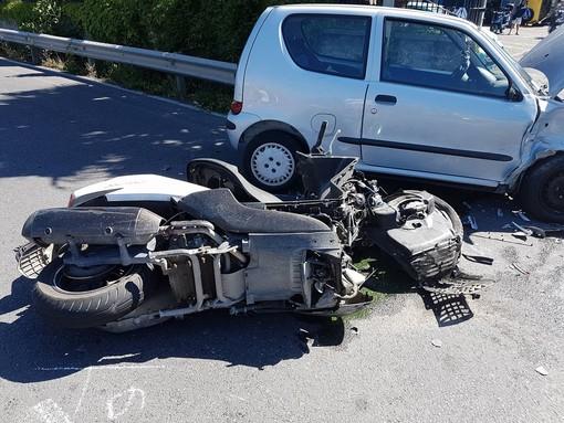 Auto contro moto in viale dell'Agricoltura ad Albenga