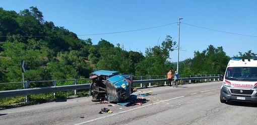 Millesimo, sperona un motocarro e si dà alla fuga: furgone identificato dalla videosorveglianza