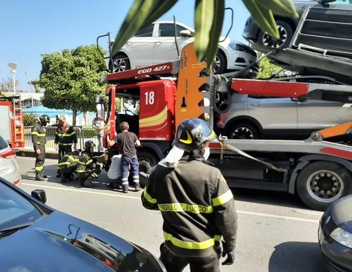 Si schianta contro una bisarca: traffico in tilt ad Albissola (FOTO E VIDEO)