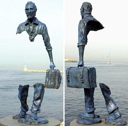 """""""Voyageurs"""" di Bruno Catalano, nel porto di Marsiglia"""