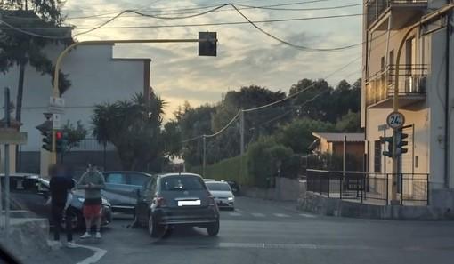 Ceriale, scontro tra auto in via Romana (FOTO)