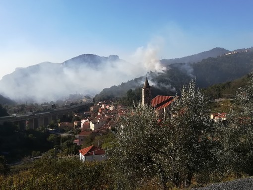Incendio boschivo ad Orco Feglino: proseguono le operazioni di bonifica