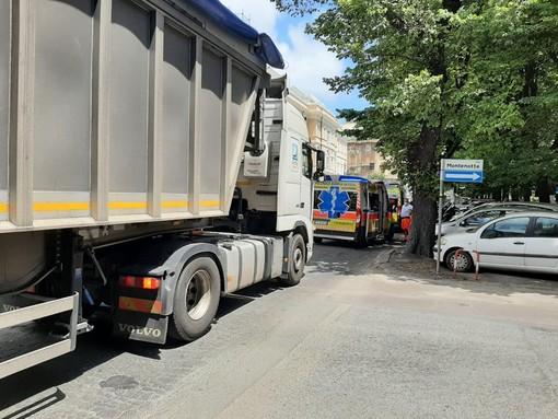 Savona, investimento pedonale in corso Mazzini: sanitari e polizia locale mobilitati (FOTO)