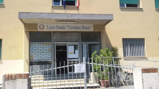 Albenga, i docenti del Liceo Bruno protestano contro l'assegnazione di una reggenza a Ventimiglia della dirigente Barile