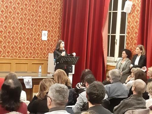 """Fa tappa a Savona il tour dell'ex presidente Boldrini contro la violenza di genere: """"Reagite e denunciate, non convivete con la violenza"""" (FOTO e VIDEO)"""