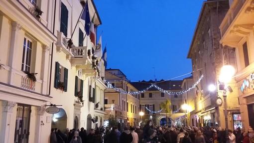 Pietra Ligure si prepara al Natale con l'accensione delle luminarie