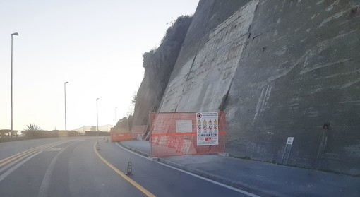 Albissola, messa in sicurezza della parete rocciosa: restringimento della carreggiata sull'Aurelia