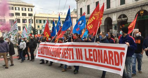 Manifestazione dei lavoratori di Leonardo: breve corteo con destinazione la Prefettura (VIDEO)