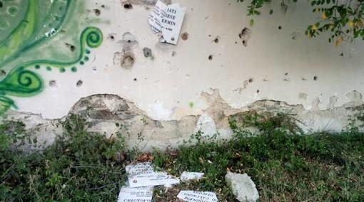"""Savona, vandalizzata la lapide del """"Natale di Sangue del 1943"""" al Forte della Madonna degli Angeli"""