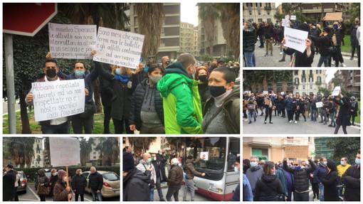 """""""Siamo in ginocchio, servono risposte ed aiuti concreti"""". Baristi e ristoratori scendono in piazza a Savona (FOTO e VIDEO)"""