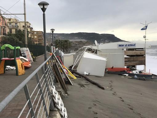 La mareggiata colpisce Pietra Ligure e Loano (FOTO e VIDEO)