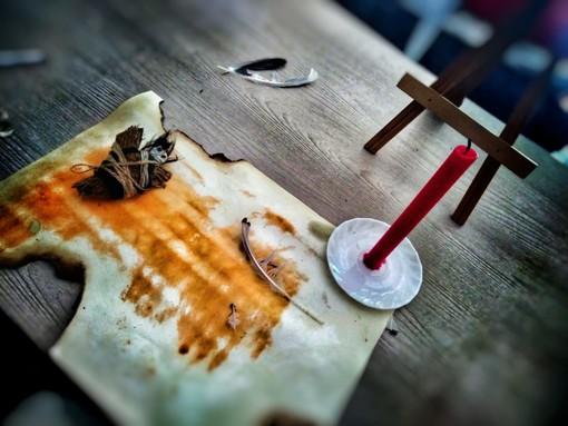 """La medium Margherita Andrea Bruno, da Domodossola a Borghetto Santo Spirito: """"Entro nelle case antiche e percepisco le presenze dei defunti"""""""
