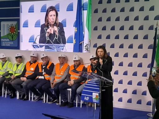 """Caos autostrade, il ministro De Micheli rassicura: """"Controlli in Liguria? In 10 giorni termineranno"""""""