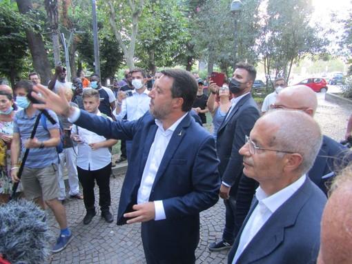 """Savona, c'è Salvini in piazza del Popolo: """"Questi spazi sono anche delle mamme, non solo di chi spaccia"""""""