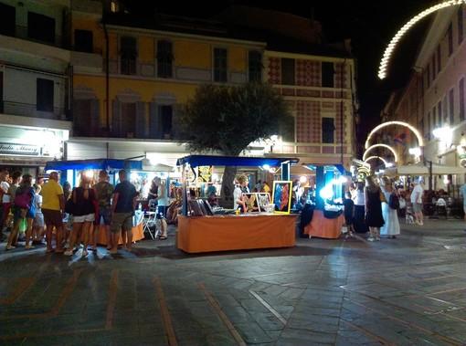 """Loano, in piazza Massena spazio al """"Mercatino dell'Artigianato"""""""