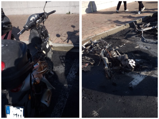 I due motorini bruciati in piazza del Comune a Varazze