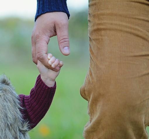 """Savona, la storia di un padre che può incontrare le figlie solo in incontri protetti un'ora ogni 15 giorni: """"Gli anni con loro non me li ridà indietro nessuno"""""""