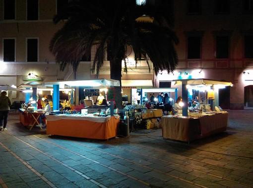 """Loano, in piazza Massena il """"Mercatino dell'Artigianato"""""""
