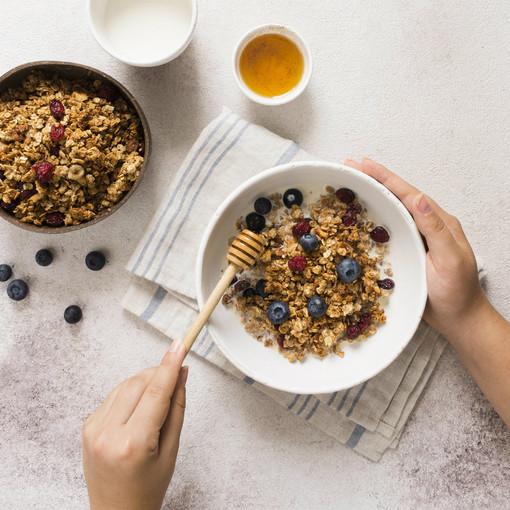 Il miele, un dolce elisir per la salute. Scopriamone proprietà e benefici con Fab SMS