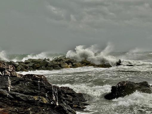 Trentasei ore di preoccupazione per eventi meteorologici intensi che stanno colpendo la Liguria