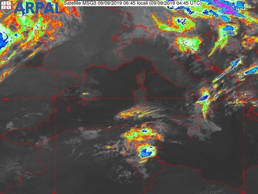 Nell'immagine lo scatto del satellite all'infrarosso sul Mediterraneo delle ore 6.45.
