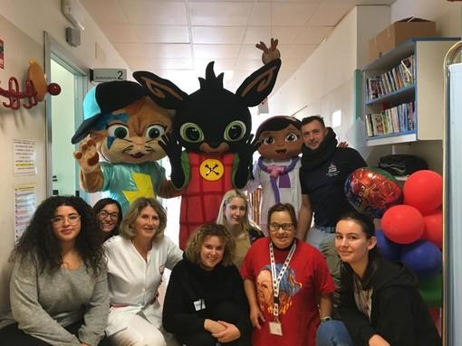 Savona, donati i libri ai bimbi del reparto pediatra dell'ospedale San Paolo