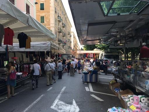 """Savona, aumenta del 15% il suolo pubblico per gli ambulanti del mercato, Torcello (Confcommercio): """"Decisione non condivisa, ci opponiamo"""""""