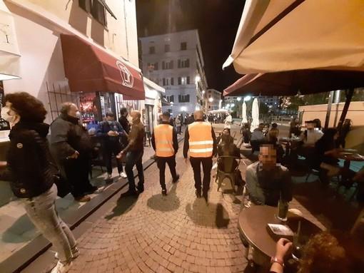 Stop alcol d'asporto e chiusura notturna locali: giù le serrande a Savona alle 2.00