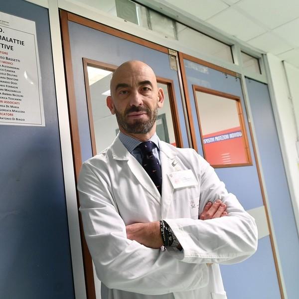 Coronavirus, l'appello dell'infettivologo Bassetti: