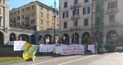 """""""Aprite i porti"""": a Savona una protesta a favore della comandante della Sea Watch 3 Carola Rackete"""