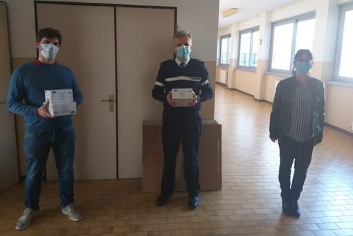 Coronavirus, la Lega di Savona consegna 250 mascherine alla Polizia Locale