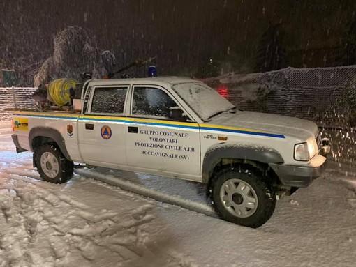 La prima neve blocca la Val Bormida, numerose strade chiuse per caduta alberi (FOTO e VIDEO)