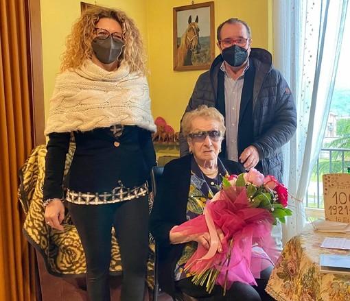 Millesimo, nonna Battistina compie 100 anni: gli auguri dell'amministrazione comunale
