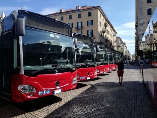Sul bus senza biglietto, aggredisce due controllori: l'episodio a Savona
